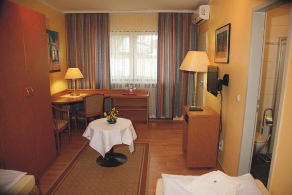 Zimmer mit Klimaanlage im preiswerten Hotel Ottersleben in Magdeburg